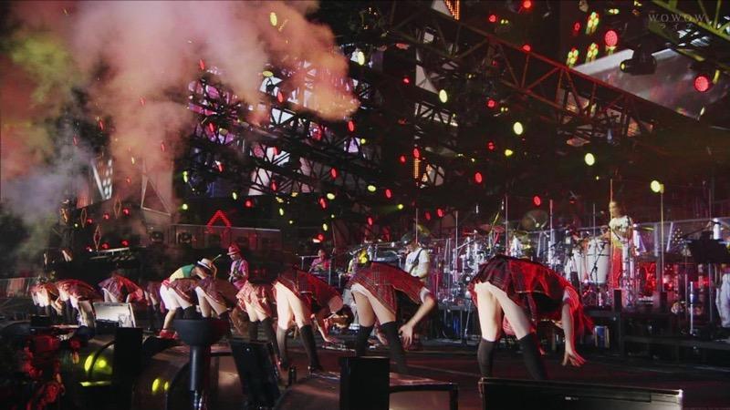 【アイドルパンチラ画像】アイドルたちが可愛いステージ衣装で歌って踊ってパンツ見えた! 73