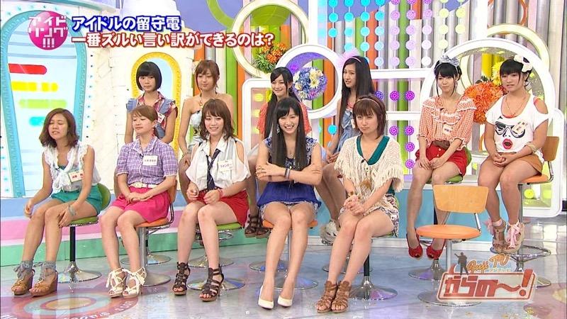 【アイドルパンチラ画像】アイドルたちが可愛いステージ衣装で歌って踊ってパンツ見えた! 76