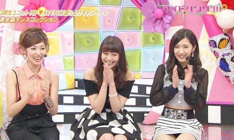 【アイドルパンチラ画像】アイドルたちが可愛いステージ衣装で歌って踊ってパンツ見えた! 77