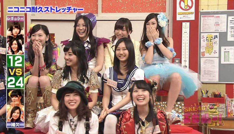 【アイドルパンチラ画像】アイドルたちが可愛いステージ衣装で歌って踊ってパンツ見えた! 78