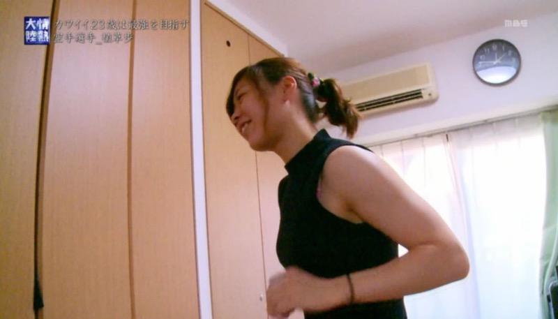 【タレントブラチラ画像】タレントや女子アナなど芸能人がテレビ出演中にブラが見えた! 29