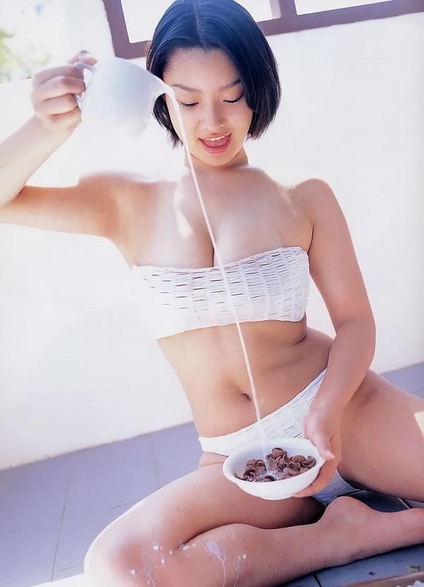 【佐藤和沙グラビア画像】菓子職人へ転身した100cmのIカップ爆乳エロボディのグラビアアイドル 32