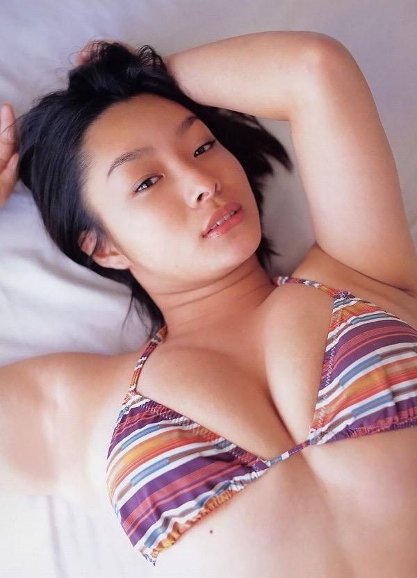 【佐藤和沙グラビア画像】菓子職人へ転身した100cmのIカップ爆乳エロボディのグラビアアイドル 37