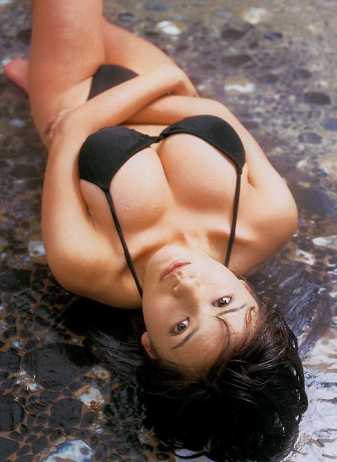 【青木裕子グラビア画像】Iカップ爆乳ボディで人気を博した平成の伝説級グラビアアイドルの現在は? 17