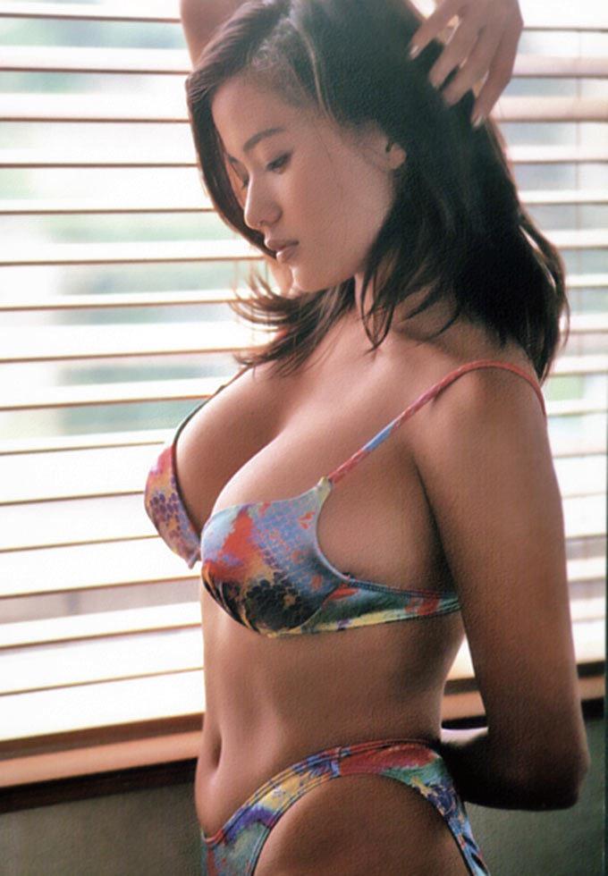 【青木裕子グラビア画像】Iカップ爆乳ボディで人気を博した平成の伝説級グラビアアイドルの現在は? 23