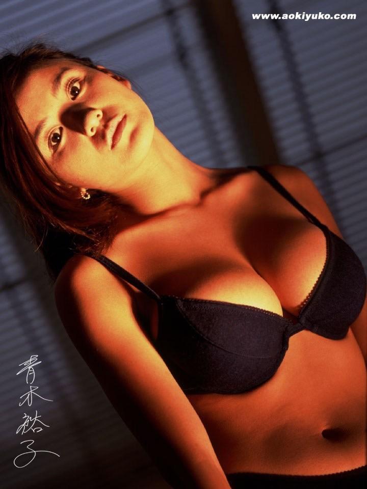 【青木裕子グラビア画像】Iカップ爆乳ボディで人気を博した平成の伝説級グラビアアイドルの現在は? 48