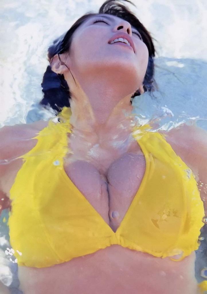 【根本はるみグラビア画像】オッパイが大きすぎて着る服が無いという爆乳グラビアアイドル! 47