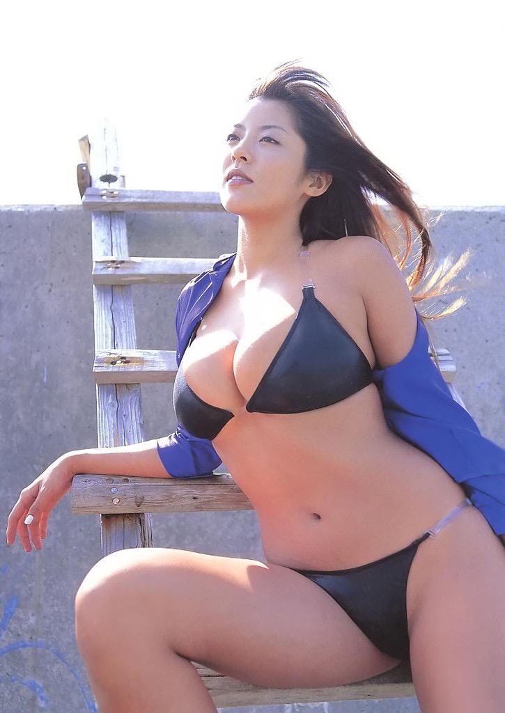 【根本はるみグラビア画像】オッパイが大きすぎて着る服が無いという爆乳グラビアアイドル! 49