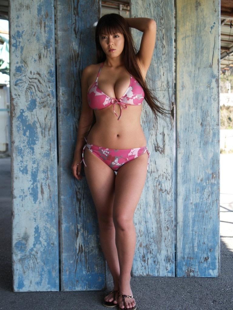 【根本はるみグラビア画像】オッパイが大きすぎて着る服が無いという爆乳グラビアアイドル! 61