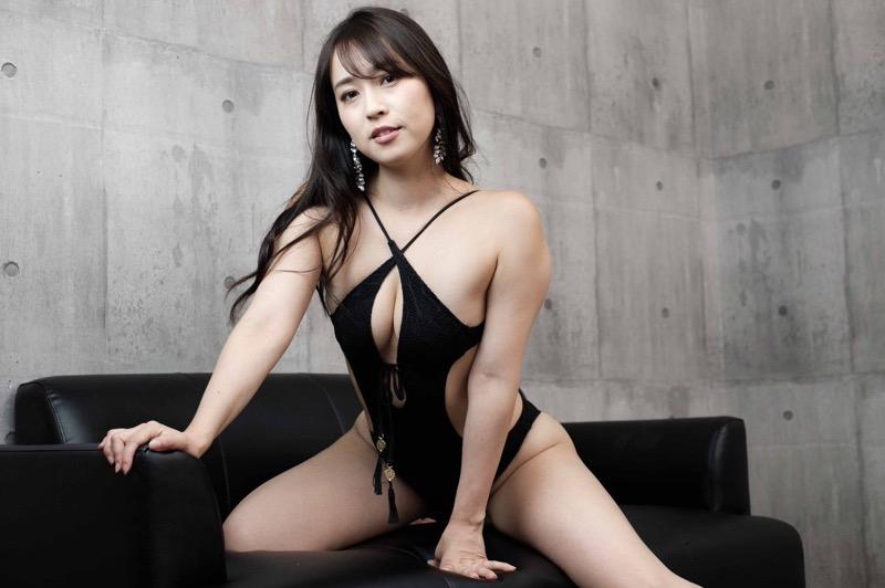 【薄井しお里エロ画像】地方テレビ局の女子アナからグラビアアイドルへ転身した大胆美女!