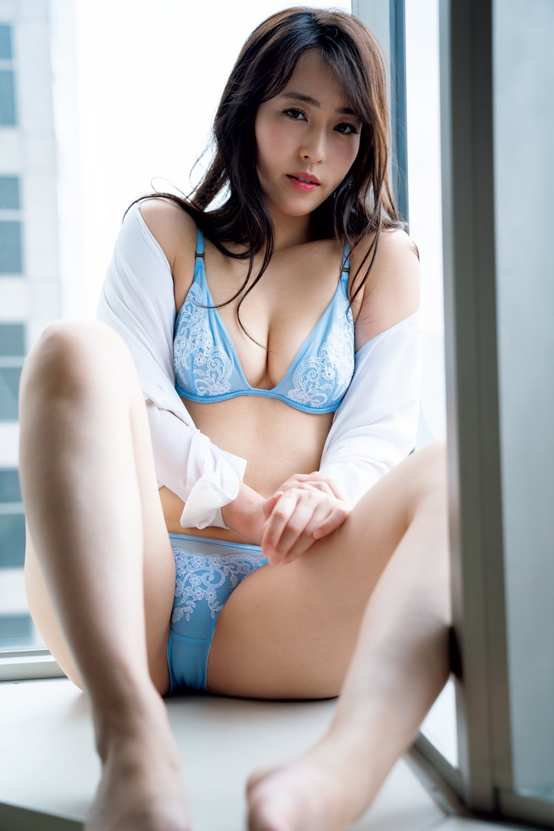 【薄井しお里エロ画像】地方テレビ局の女子アナからグラビアアイドルへ転身した大胆美女! 24