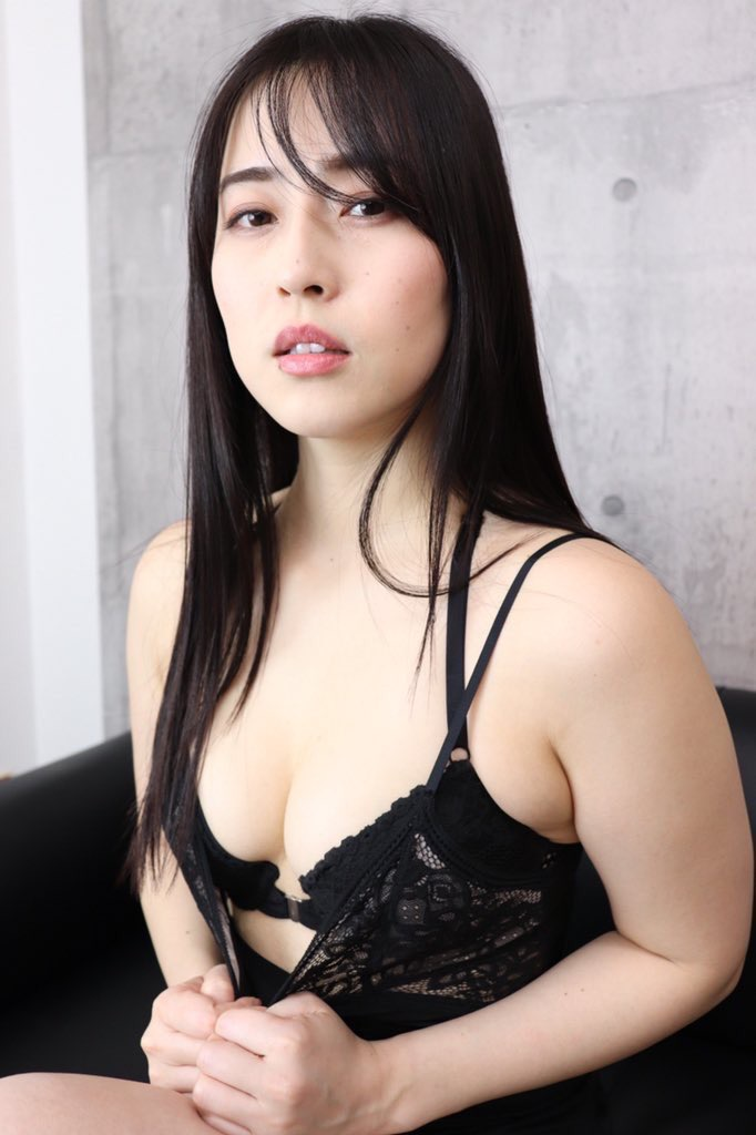 【薄井しお里エロ画像】地方テレビ局の女子アナからグラビアアイドルへ転身した大胆美女! 27