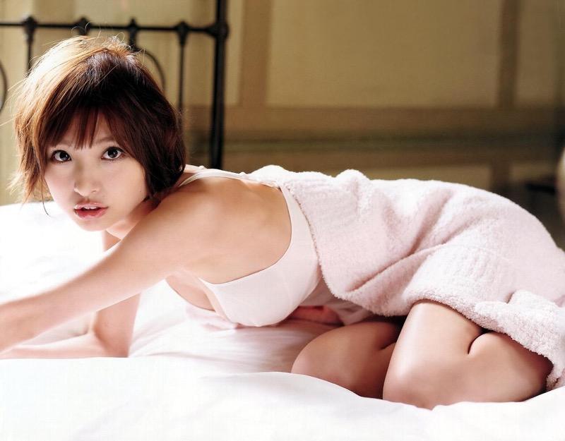 【篠田麻里子グラビア画像】交際0日というトンデモスピード婚を成し遂げた元AKB48アイドル