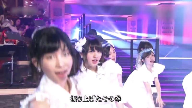【AKBパンチラ画像】集団で生足やパンチラを見せながら踊るスケベなアイドル集団! 04