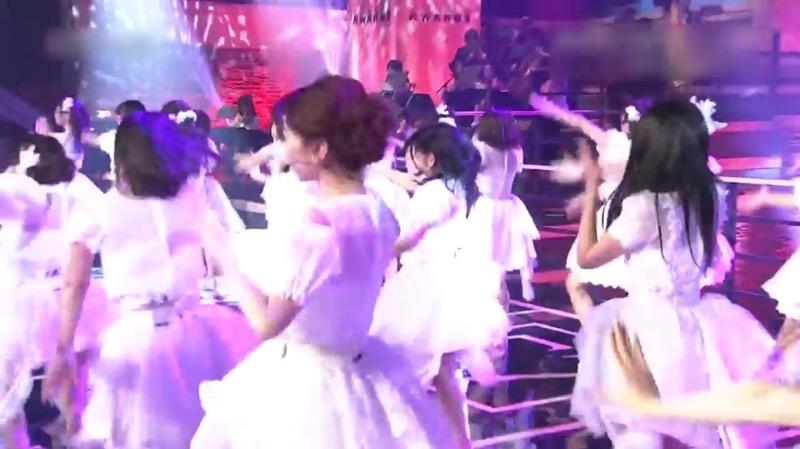 【AKBパンチラ画像】集団で生足やパンチラを見せながら踊るスケベなアイドル集団! 06