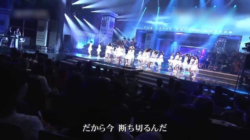 【AKBパンチラ画像】集団で生足やパンチラを見せながら踊るスケベなアイドル集団! 07