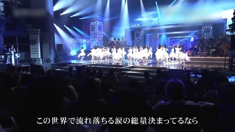 【AKBパンチラ画像】集団で生足やパンチラを見せながら踊るスケベなアイドル集団! 09