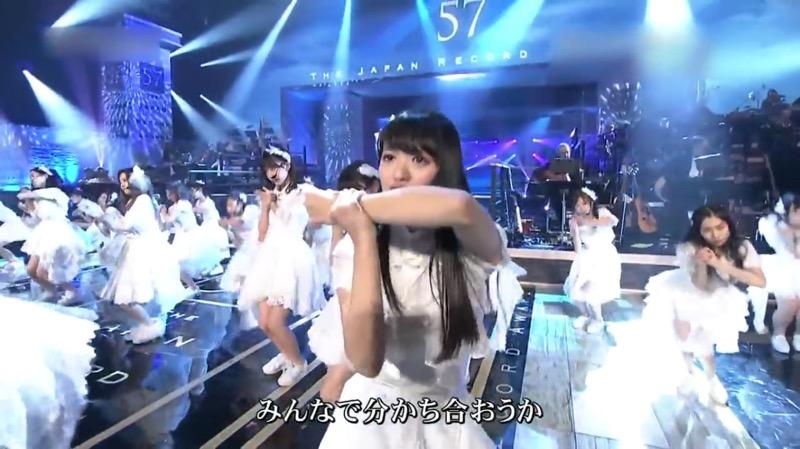 【AKBパンチラ画像】集団で生足やパンチラを見せながら踊るスケベなアイドル集団! 10