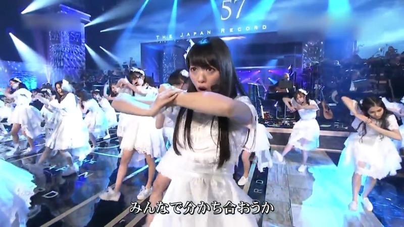 【AKBパンチラ画像】集団で生足やパンチラを見せながら踊るスケベなアイドル集団! 11