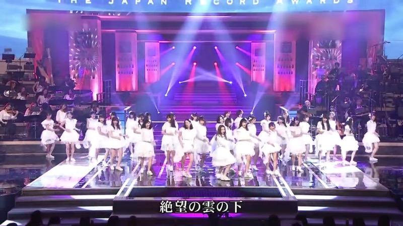 【AKBパンチラ画像】集団で生足やパンチラを見せながら踊るスケベなアイドル集団! 12