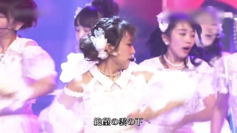 【AKBパンチラ画像】集団で生足やパンチラを見せながら踊るスケベなアイドル集団! 13
