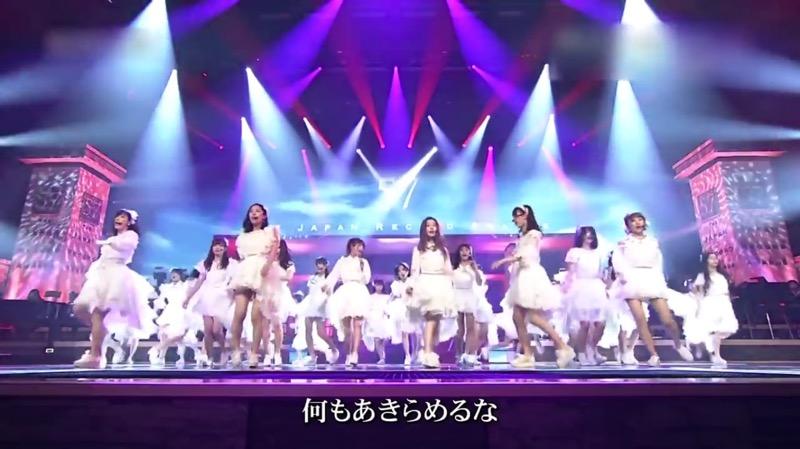 【AKBパンチラ画像】集団で生足やパンチラを見せながら踊るスケベなアイドル集団! 14