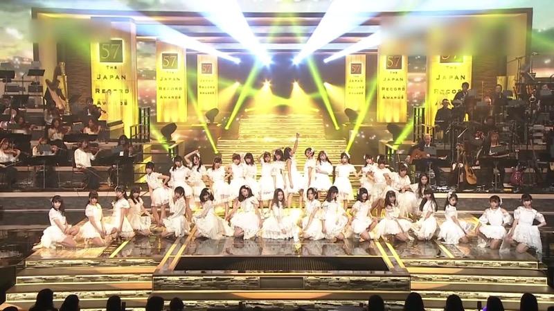 【AKBパンチラ画像】集団で生足やパンチラを見せながら踊るスケベなアイドル集団! 19