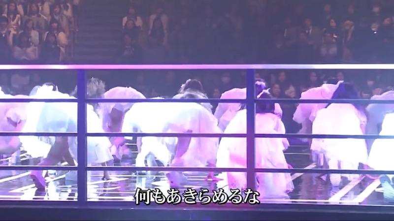 【AKBパンチラ画像】集団で生足やパンチラを見せながら踊るスケベなアイドル集団! 23