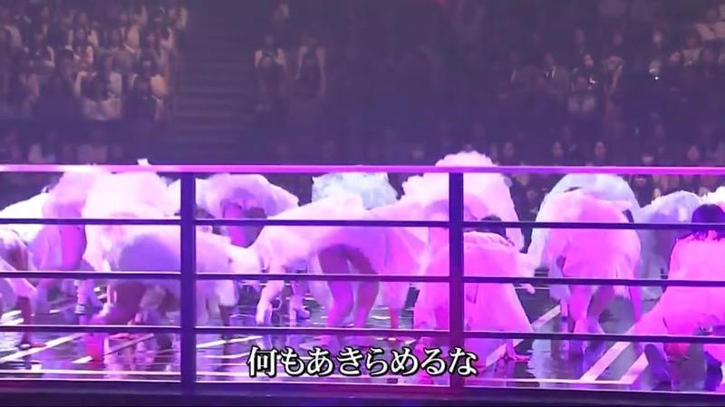 【AKBパンチラ画像】集団で生足やパンチラを見せながら踊るスケベなアイドル集団! 26
