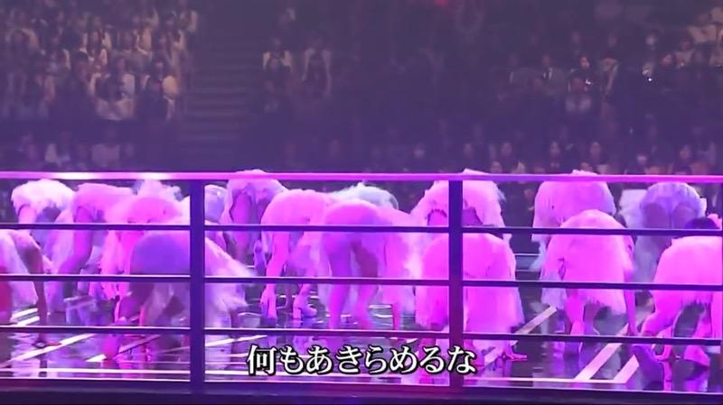 【AKBパンチラ画像】集団で生足やパンチラを見せながら踊るスケベなアイドル集団! 27