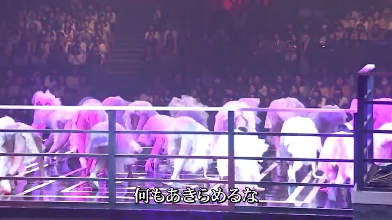 【AKBパンチラ画像】集団で生足やパンチラを見せながら踊るスケベなアイドル集団! 30