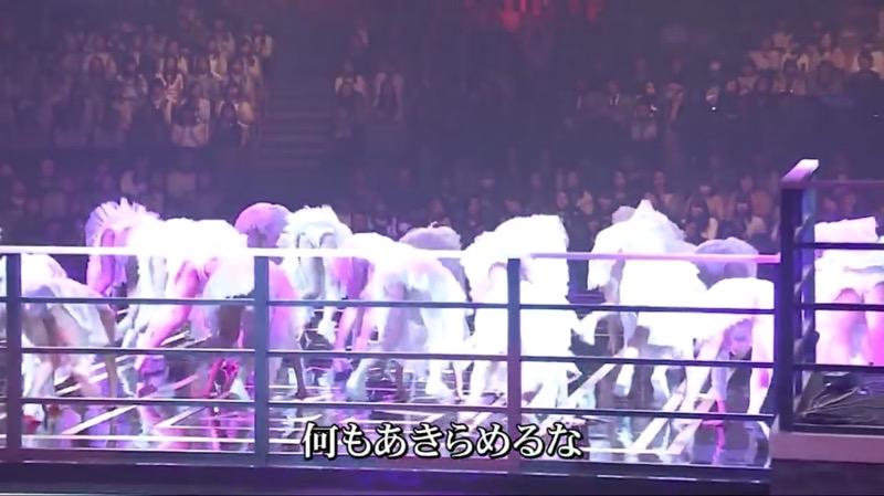 【AKBパンチラ画像】集団で生足やパンチラを見せながら踊るスケベなアイドル集団! 31