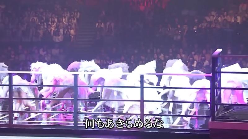 【AKBパンチラ画像】集団で生足やパンチラを見せながら踊るスケベなアイドル集団! 32