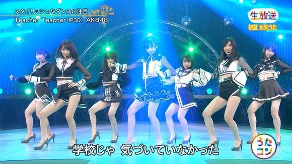 【AKBパンチラ画像】集団で生足やパンチラを見せながら踊るスケベなアイドル集団! 42
