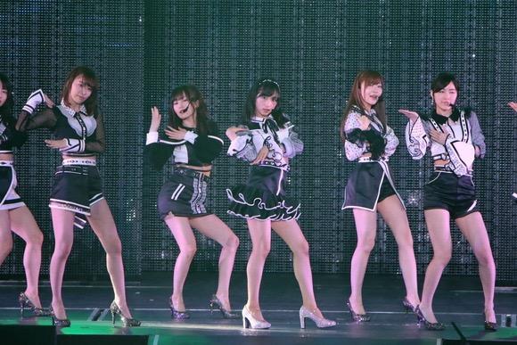 【AKBパンチラ画像】集団で生足やパンチラを見せながら踊るスケベなアイドル集団! 44
