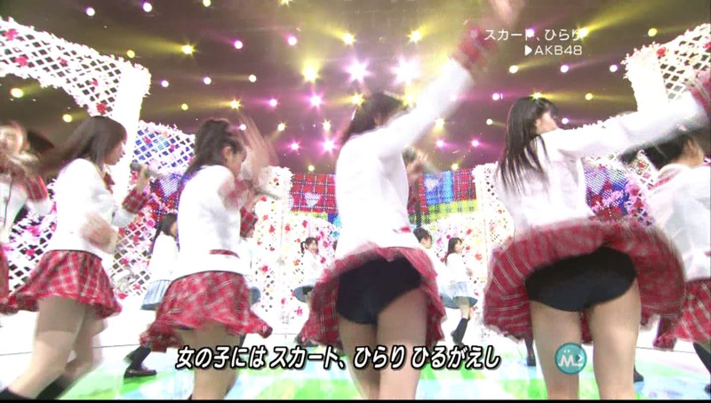 【AKBパンチラ画像】集団で生足やパンチラを見せながら踊るスケベなアイドル集団! 45