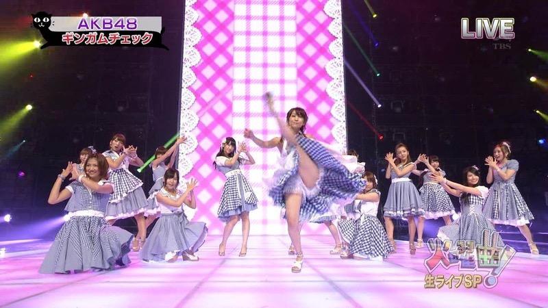 【AKBパンチラ画像】集団で生足やパンチラを見せながら踊るスケベなアイドル集団! 46
