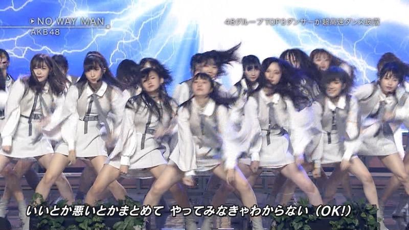 【AKBパンチラ画像】集団で生足やパンチラを見せながら踊るスケベなアイドル集団! 66