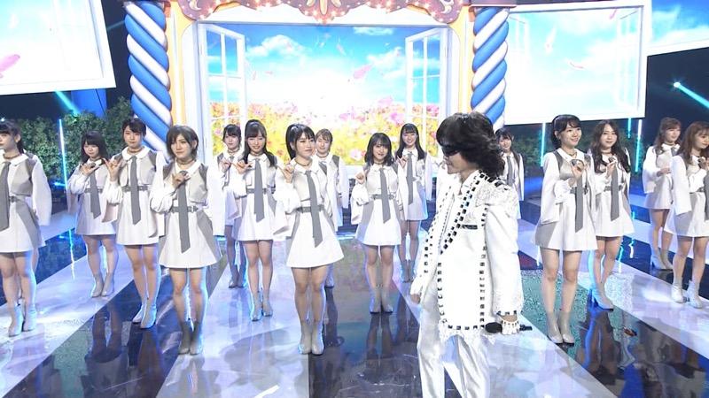 【AKBパンチラ画像】集団で生足やパンチラを見せながら踊るスケベなアイドル集団! 80
