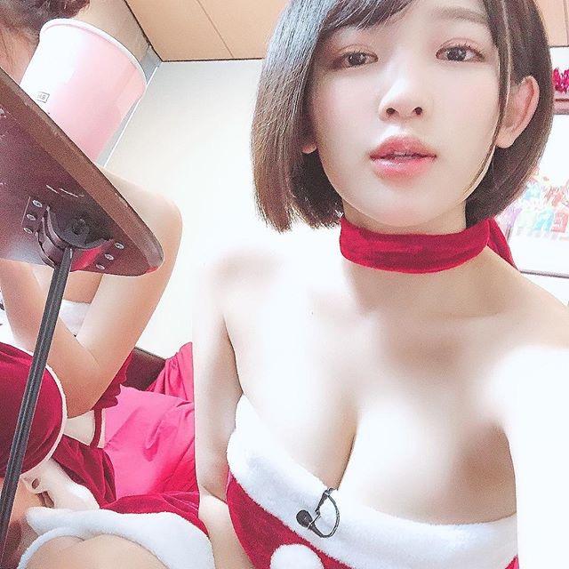 【天木じゅんエロ画像】子供の頃の可愛い服が今でも着られるミニマムボディのグラドル! 27