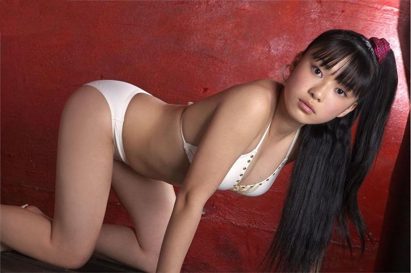 【山中知恵グラビア画像】いかにもジュニアアイドルって感じの過激なポーズがめちゃシコ! 70
