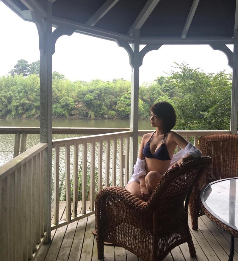 【吉崎綾エロ画像】ショートヘアが似合って可愛いクォーター美女の水着グラビア! 12