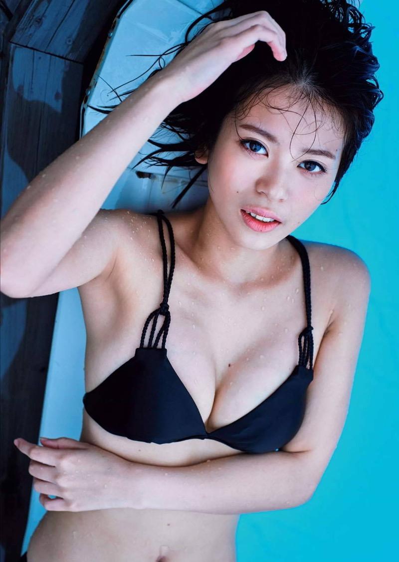【吉崎綾エロ画像】ショートヘアが似合って可愛いクォーター美女の水着グラビア! 32