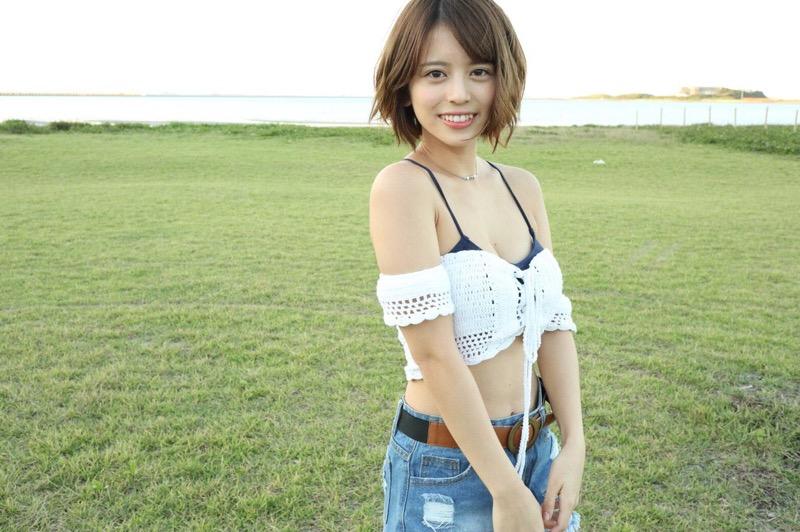 【吉崎綾エロ画像】ショートヘアが似合って可愛いクォーター美女の水着グラビア! 51