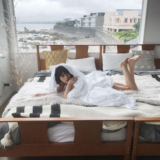 【吉崎綾エロ画像】ショートヘアが似合って可愛いクォーター美女の水着グラビア! 66