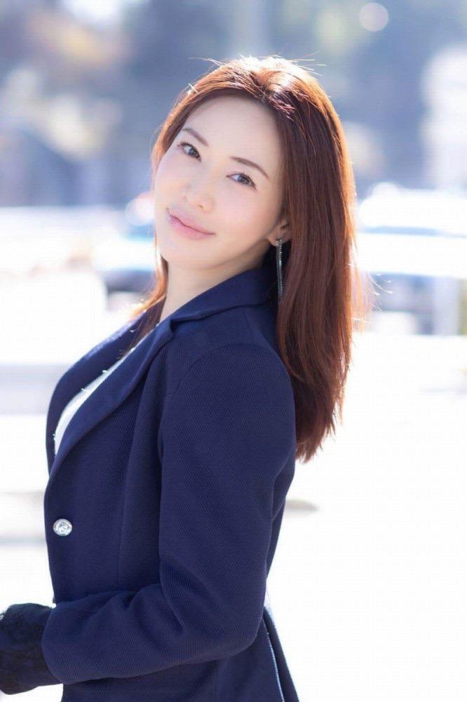 【岩本和子エロ画像】アラフォー世代で未だ現役の美魔女系グラビアアイドルのヌード写真 10