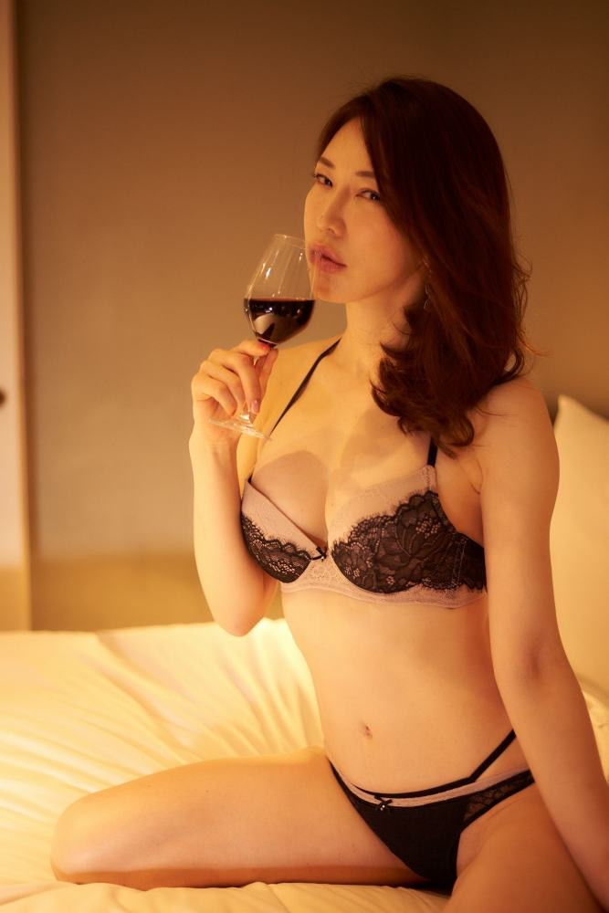 【岩本和子エロ画像】アラフォー世代で未だ現役の美魔女系グラビアアイドルのヌード写真 46