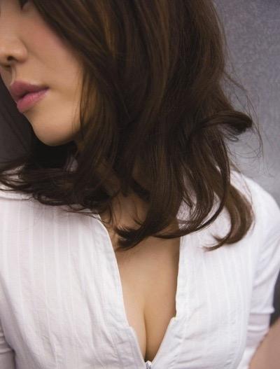 【岩本和子エロ画像】アラフォー世代で未だ現役の美魔女系グラビアアイドルのヌード写真 53