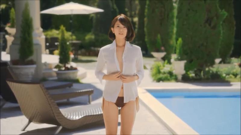 【吉崎綾キャプ画像】クォーター美人モデルが魅せるグラドルにも負けないセクシームービー 04