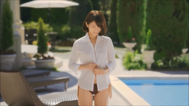 【吉崎綾キャプ画像】クォーター美人モデルが魅せるグラドルにも負けないセクシームービー 05